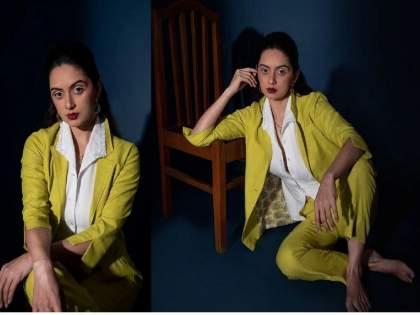 marathi actress Shruti Marathe new photo shoot troll for her makeup   लहान पोरं घाबरतील ना...! श्रुती मराठे 'मेकअप'मुळे झाली ट्रोल