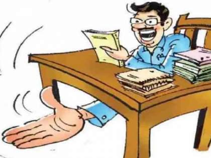Talathi was caught red handed while accepting a bribe of Rs 10,000 in Velhe taluka | वेल्हे तालुक्यात दहा हजारची लाच घेताना तलाठीला रंगेहाथ पकडले