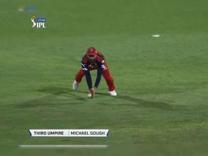 IPL 2021, CSK vs RCB Live Updates: What a catch from Virat Kohli to end a good partnership between Ruturaj Gaikwad and Faf Du Plessis, Video   IPL 2021, CSK vs RCB Live : विराट कोहलीनं घेतला अफलातून झेल, चेन्नई सुपर किंग्सला दिला धक्का,Video