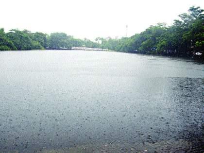 Only 15% of water is left in the lakes in mumbai | तलावांमध्ये आता केवळ १५ टक्के जलसाठा शिल्लक; पावसाने दांडी मारल्यास पाणी टंचाईची शक्यता