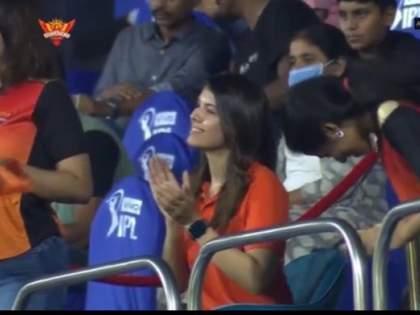 IPL 2021: Kaviya Maran cheers when Rashid Khan Rashid Khan took the wicket in SRH-KKR match | IPL 2021 : रशिद खानने विकेट घेतला आणि तिने एकच जल्लोष केला, SRH-KKR सामन्यानंतर मिस्ट्री गर्ल चर्चेत