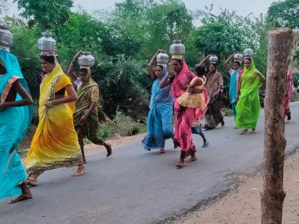 Coronavirus: Request to the Goddess in Jairampur to avoid the crisis of Corona, crowd of devotees; Villagers refuse health department inspection | Coronavirus : कोरोनाला दैवी प्रकोप समजून ग्रामस्थांचे देवीला साकडे, गाऱ्हाण्यासाठी भाविकांची गर्दी