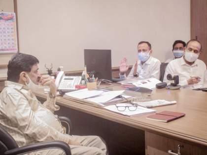 'Complete the work on time, otherwise we will be blacklisted', Ashok Chavan warns contractors | 'कामे वेळेत पू्र्ण करा, अन्यथा काळ्या यादीत टाकू', अशोक चव्हाणांनी कंत्राटदारांना खडसावले