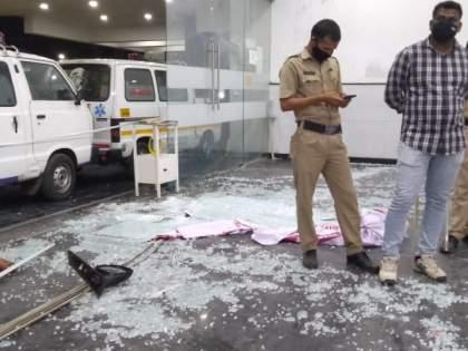 Video : BJP corporator's husband vandalizes Nashik Municipal Corporation's Bitco Hospital   Video : भाजपा नगरसेविकेच्या पतीने नाशिक महापालिकेच्या बिटको रुग्णालयात केली तोडफोड
