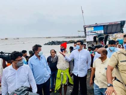 Cyclone Tauktae: inspection of damaged area by Aslam Sheikh | Cyclone Tauktae : मच्छिमार बांधवांना दिलासा, अस्लम शेख यांच्याकडून नुकसानग्रस्त भागाची पाहणी