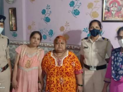 Women safe despite coming under Udyan Express   देव तारी त्याला कोण मारी! उद्यान एक्स्प्रेसखाली येऊनही महिला सुखरूप
