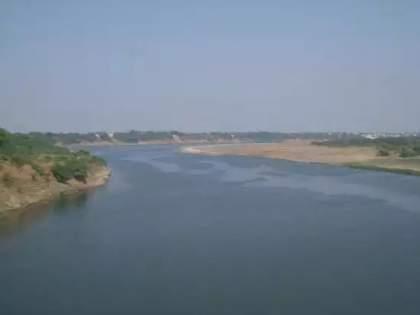 Corona virus found in Sabarmati river in Gujarat, infected all specimens | आता नदीलाही कोरोनाचा विळखा, साबरमती नदीतील सर्व नमुने सापडले बाधित