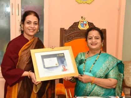mumbai mayor Kishori Pednekar honored with World Book of Records London | मुंबईच्या महापौर किशोरी पेडणेकर 'वर्ल्ड बुक ऑफ रेकॉर्डस लंडन'ने सन्मानित
