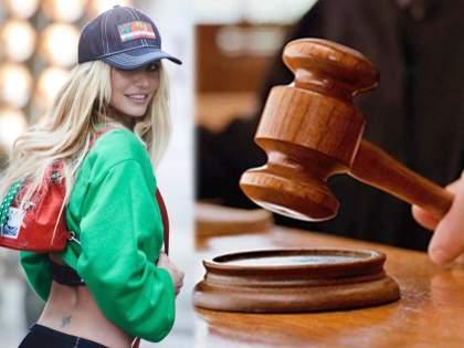 Shocking! The singer ran in court against her father   Shocking ! या गायिकेनं चक्क वडिलांच्या विरोधात घेतली न्यायालयात धाव