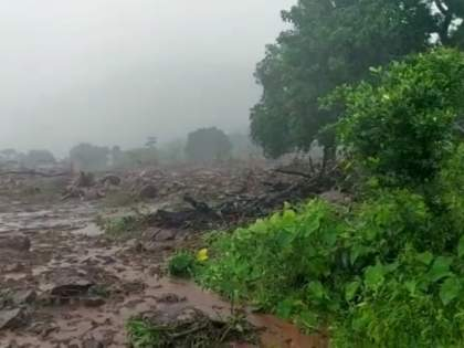 32 killed, many feared trapped under pile in Talai village in Mahad   मोठी दुर्घटना! महाडमधील तळीये गावात दरड कोसळली, ३५ जणांचा मृत्यू, अनेकजण ढिगाऱ्याखाली अडकल्याची भीती