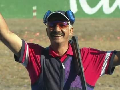 Tokyo Olympic : Kuwait's 57-year-old Abdullah Alrashidi won bronze again in skeet shooting   Tokyo Olympic : OMG; 57व्या वर्षी पटकावलं ऑलिम्पिक पदक; साधला अचुक निशाणा!