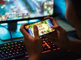 A 13-year-old boy committed suicide by hanging himself after losing Rs 40,000 in an online game | ऑनलाईन गेममध्ये ४० हजार रुपये गमावले, आईने फटकारले; १३ वर्षांच्या मुलाने टोकाचे पाऊल उचलले आणि...