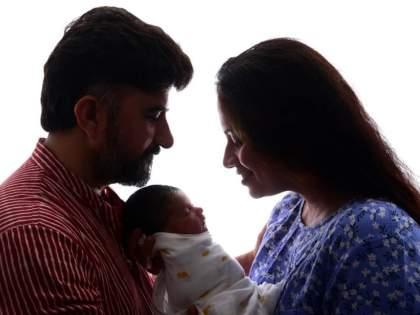 Actress Smita Tambe shared daughter's first photo, a shower of good wishes from the fans | अभिनेत्री स्मिता तांबेने शेअर केला लेकीचा पहिला फोटो, चाहत्यांकडून होतोय शुभेच्छांचा वर्षाव