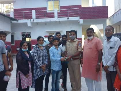 The Dhol Tasha group from Pune was stationed in Hyderabad | सुपारी पडली महागात, ढोल ताशा पथकाला ठेवले होते डांबून; १५ मुलींसह ६० जणांची सुटका