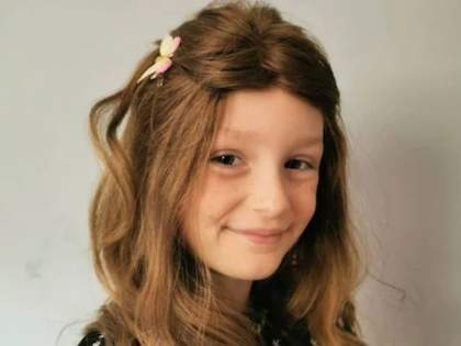 viral 8 year old girl rip out her hair bald due to stress of not meeting friends in lockdown   लॉकडाऊनचा दुष्परिणाम! चिमुकलीने पापण्या, डोक्यावरील केस काढले खेचून; अशी झाली भयंकर अवस्था