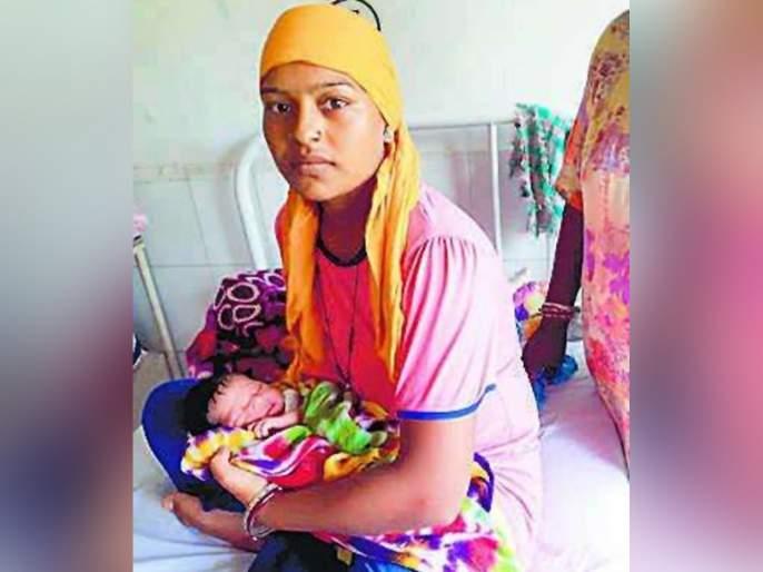 The name of the village named 'flood baby' is the name of the child born in the village of jalandhar flood.   महापूराच्या पाण्यात अडकलं गाव, जन्मलेल्या मुलाचं आई-वडिलांनी ठेवलं 'हे' नाव