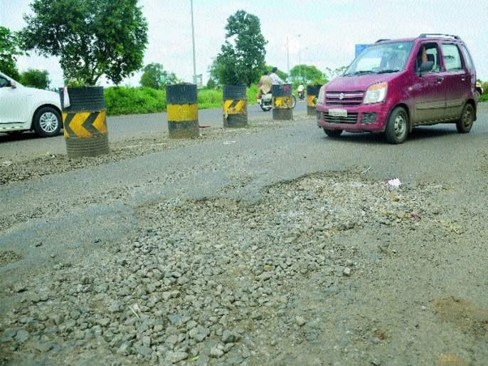Due to rain, roads re-pit | पावसामुळे रस्ते पुन्हा खड्ड्यात