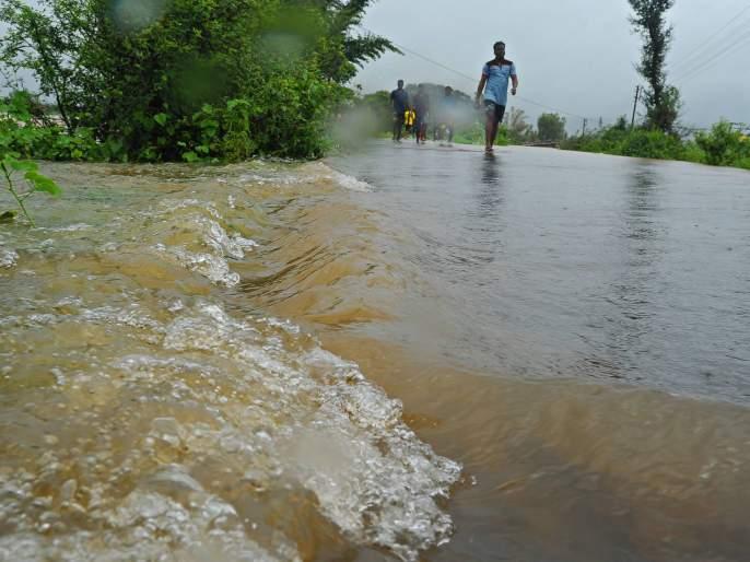 Subhashnagar girl dies in flood waters   सुभाषनगरातील तरुणाचा पुराच्या पाण्यात मृत्यू