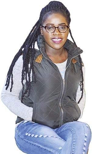 meet Phiona , a Ugandan chess player | बुद्धिबळाच्या पटावर नवी राणी ठरतेय झोपडपट्टीत राहणारी फिओना