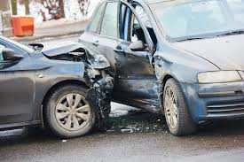 A series of accidents without a divider | दुभाजक नसल्याने अपघातांची मालिका