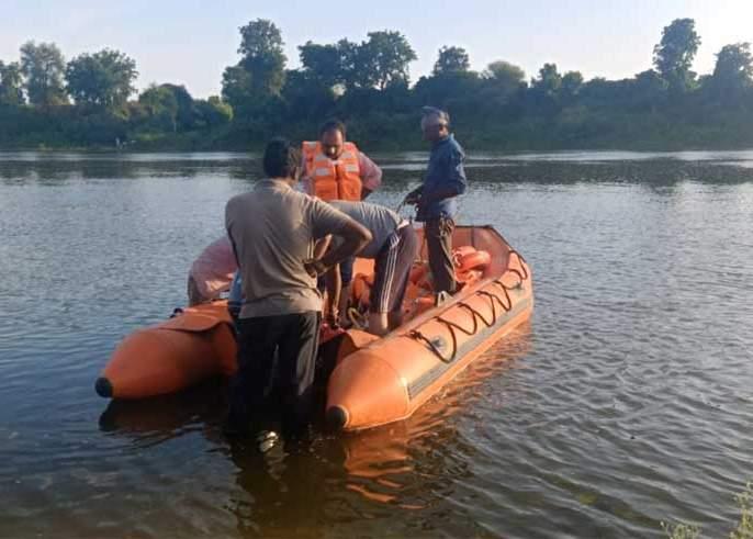 Fisherman disappeared in Purna river basin | पूर्णा नदीपात्रात मच्छीमार बेपत्ता