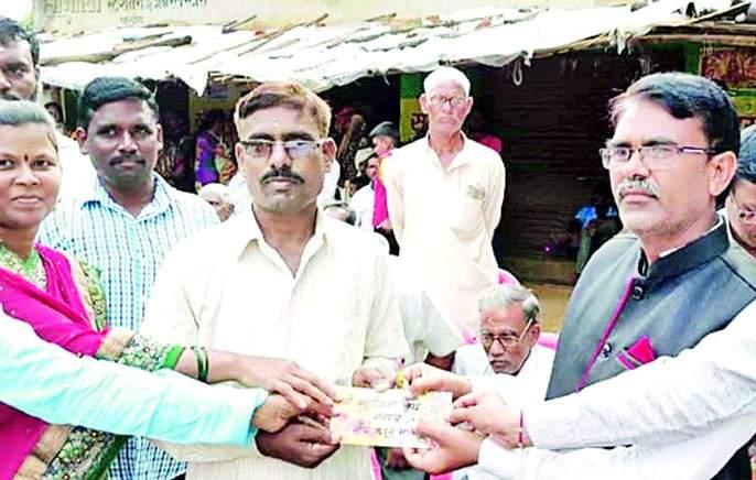 Distribution of Sarpanch Kanyaratan Award   सरपंच कन्यारत्न पुरस्कार वितरण