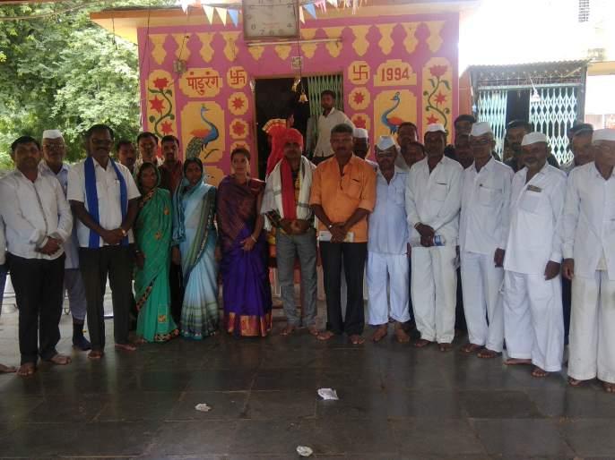 Jalgaon Neur Receives Retired Jawans   जळगाव नेऊरला निवृत्त जवानाचा सत्कार