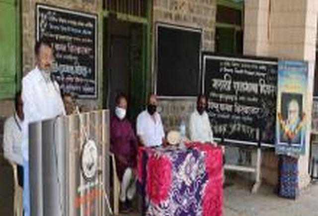 V.J. Marathi language day in high school | व्ही.जे. हायस्कूलमध्ये मराठी भाषा दिन
