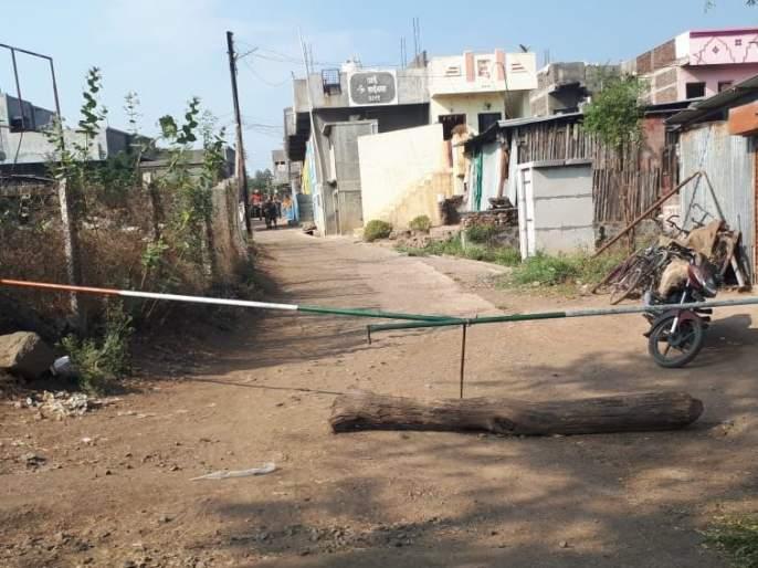 Chimnpuri Pimples in Amalner taluka completely lockdown | अमळनेर तालुक्यातील चिमनपुरी पिंपळे पूर्णत: लॉकडाऊन