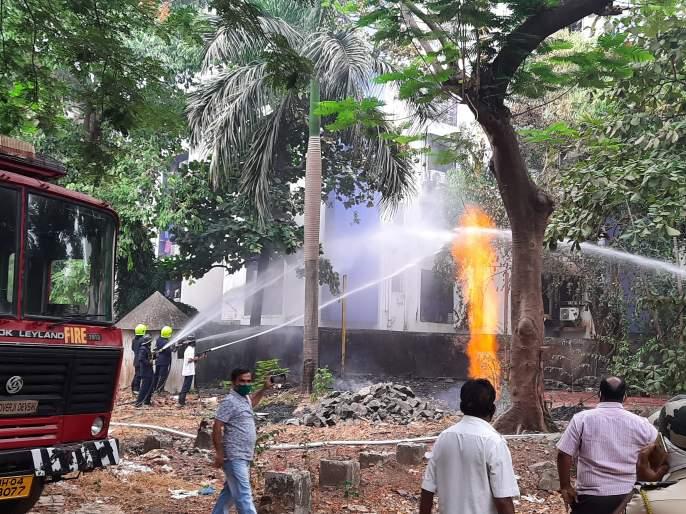 A huge fire broke out at a gas pipeline in Yashodhannagar area of Thane: Fortunately, no casualties were reported | ठाण्यात यशोधननगर भागात गॅस वाहिनीला भीषण आग: सुदैवाने जिवित हानी टळली