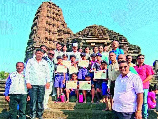 Gulvanch, Bhikusa School I   सूर्यनमस्कारात गुळवंच, भिकुसा विद्यालय प्रथम