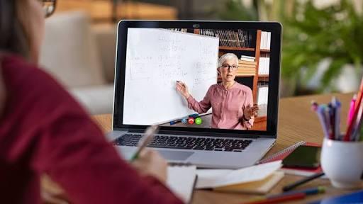 54,824 applications for online training by state teacher | राज्यातील तब्बल ५४,८२४ शिक्षकांनी ऑनलाईन प्रशिक्षणासाठी केले अर्ज