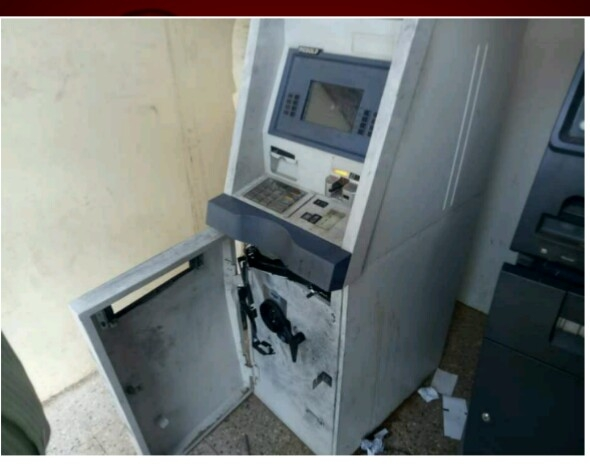 ATMs escaped with cash of eleven lakhs in seven weeks | साताऱ्यात अकरा लाखांच्या रोकडसह एटीएम पळवले