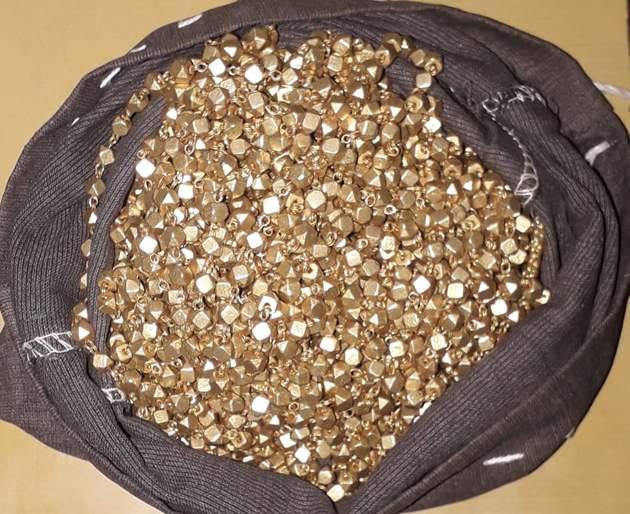 Four convicted of giving fake gold   नकली सोने देणाऱ्या चौघांविरुद्ध गुन्हा दाखल