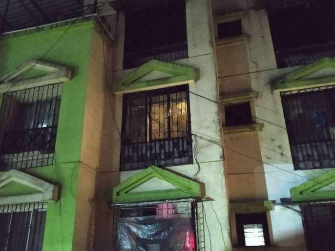 Mumbaikars protest against increased electricity bills by turning off lights | दिवे बंद करून मुंबईकरांनी केला वाढीव वीज बिलांचा निषेध