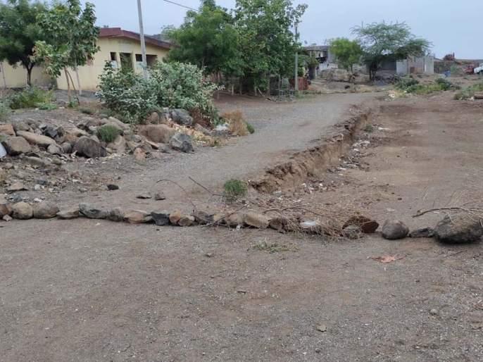 Sarangkheda village closed for three days | सारंगखेडा गाव तीन दिवस पूर्ण बंद