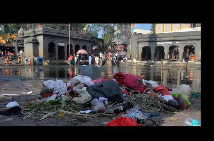 Empire of the garbage at Godaghat after the Chatpooja | छटपुजेनंतर गोदाघाटावर कचऱ्याचे साम्राज्य