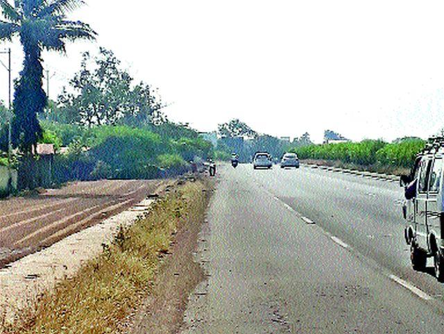 Service road impaired | सर्व्हिस रोड नादुरुस्त