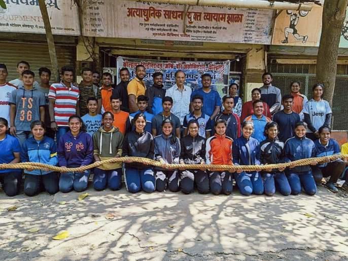 33 people from Kolhapur selected for the national rope competition | कोल्हापूरच्या ३३ जणांची राष्ट्रीय रस्सीखेच स्पर्धेसाठी निवड