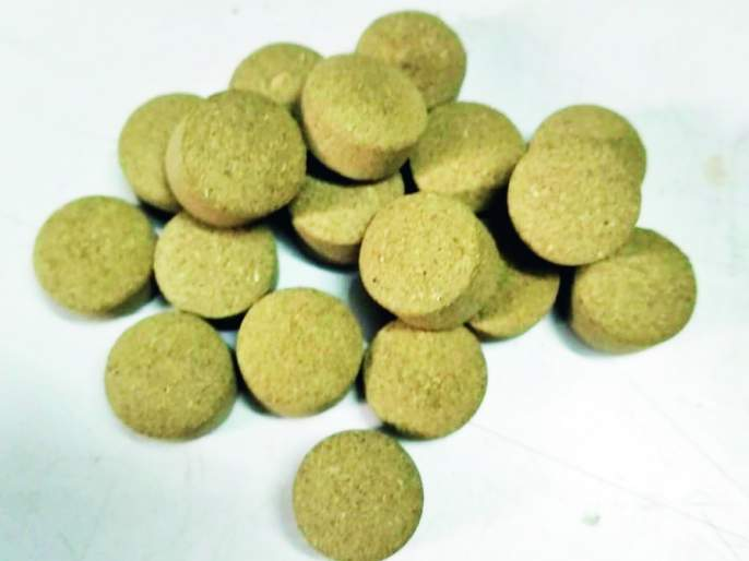 Production of Cadmium Pills for grain storage | धान्य साठवणुकीसाठी कडुलिंबाच्या गोळ्यांची निर्मिती -: निसर्गमित्रचे अनोखे पाऊल