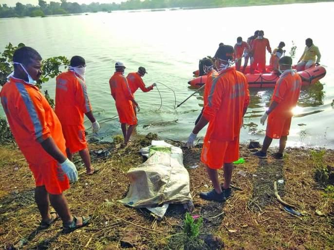 The bodies of both young men were found in the river | पुरात वाहून गेलेल्या दोन्ही तरुणांचे मृतदेह सापडले