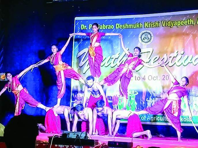 Student, presents a fascinating performance in youth festival at Akola | विद्यार्थी, तरुणाईने सादर केला मनाला भुरळ घालणारा कलाविष्कार