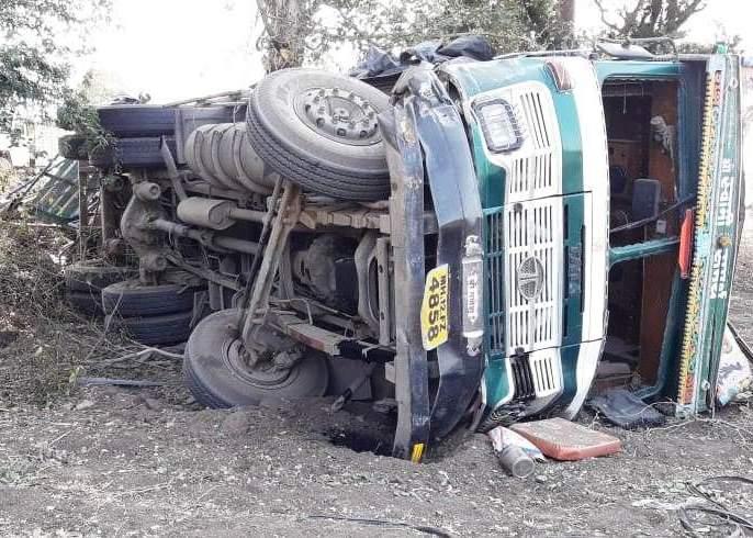 One killed in truck-car accident | ट्रक-कार अपघातात एक ठार