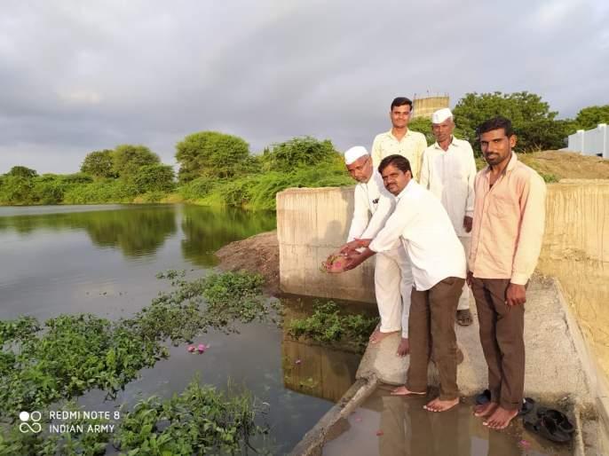 The problem of drinking water of Mitla village has been solved by repairing the dam | बंधारा दुरु स्ती केल्याने मिटला गावचा पिण्याचा पाण्याचा प्रश्न