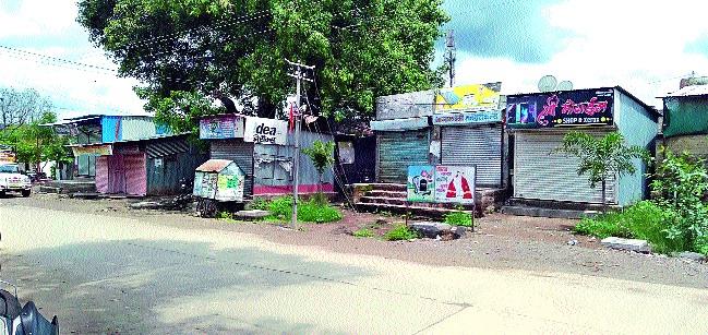 Decision to keep Kharde village closed for five days | खर्डे गाव पाच दिवस बंद ठेवण्याचा निर्णय