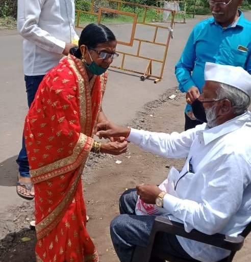 Rankshabandhan ceremony was held at the district boundary | जिल्ह्याच्या सीमेवर पार पडला रंक्षाबंधन सोहळा