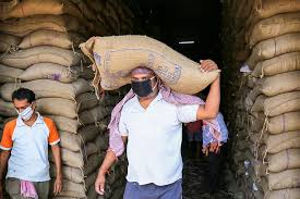 Ration grains can be obtained only if there is a mask | मास्क असेल तरच मिळेल रेशनचे धान्य