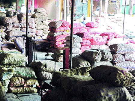 Ministry of onion productive intervention | कांदा उत्पादकाची मंत्रालयातून दखल