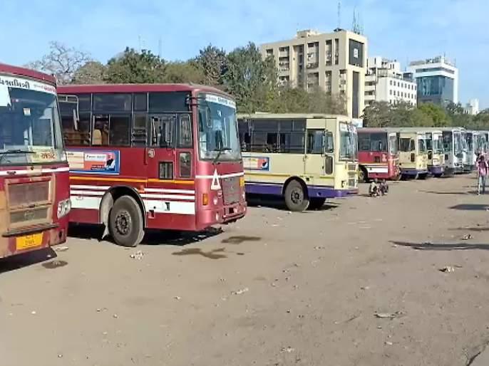 ST employees strike for seventh pay commission; Loot of passengers in Saurashtra | सातव्या वेतन आयोगासाठी एसटी कर्मचारी संपावर; सौराष्ट्रात प्रवाशांची लूट