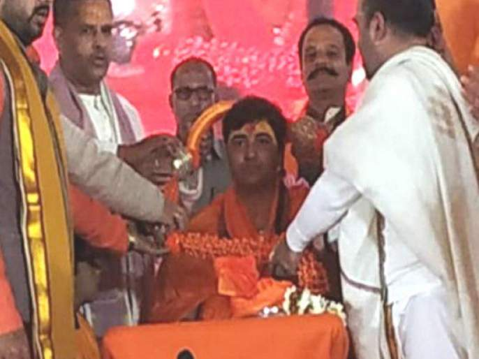 Sadhvi Pragya Singh Thakur became Mahamandaleshwar of the akhada in kumbh | साध्वी प्रज्ञा सिंह ठाकूर बनल्या आखाड्याच्या महामंडलेश्वर
